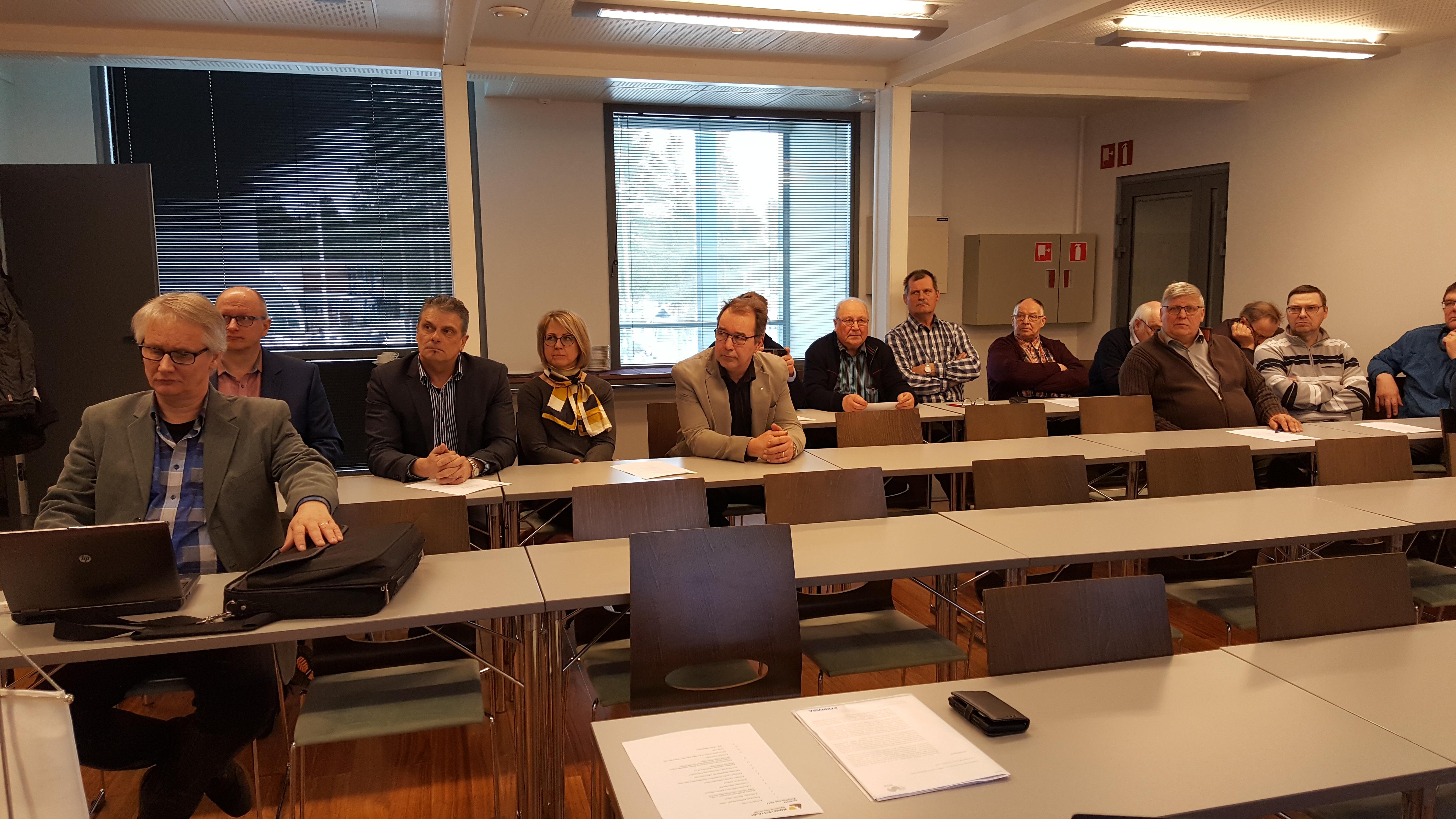 Kokouksen osanottajia